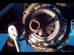 Mazda Astina Debriyaj Değişimi Videosu